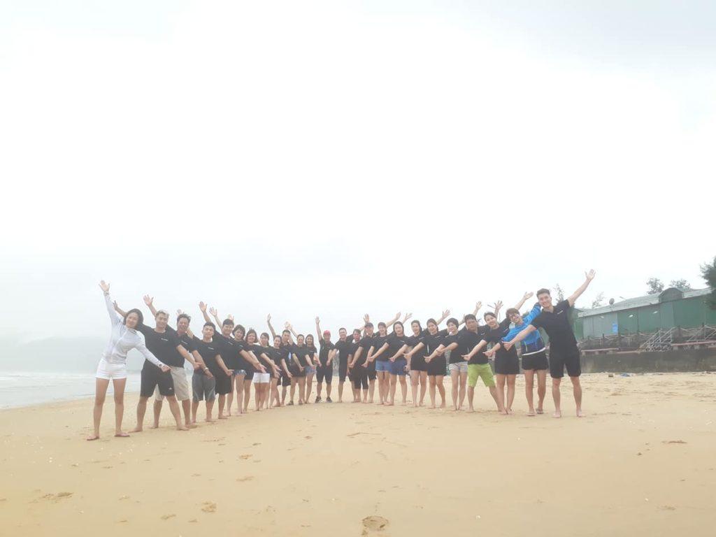 Hoạt Động Team Buiding Vô Cùng Sôi Nổi Của Tập Thể Công Ty Vẻ Đẹp Hoàn Mỹ Tại Bãi Biển Thiên Cầm