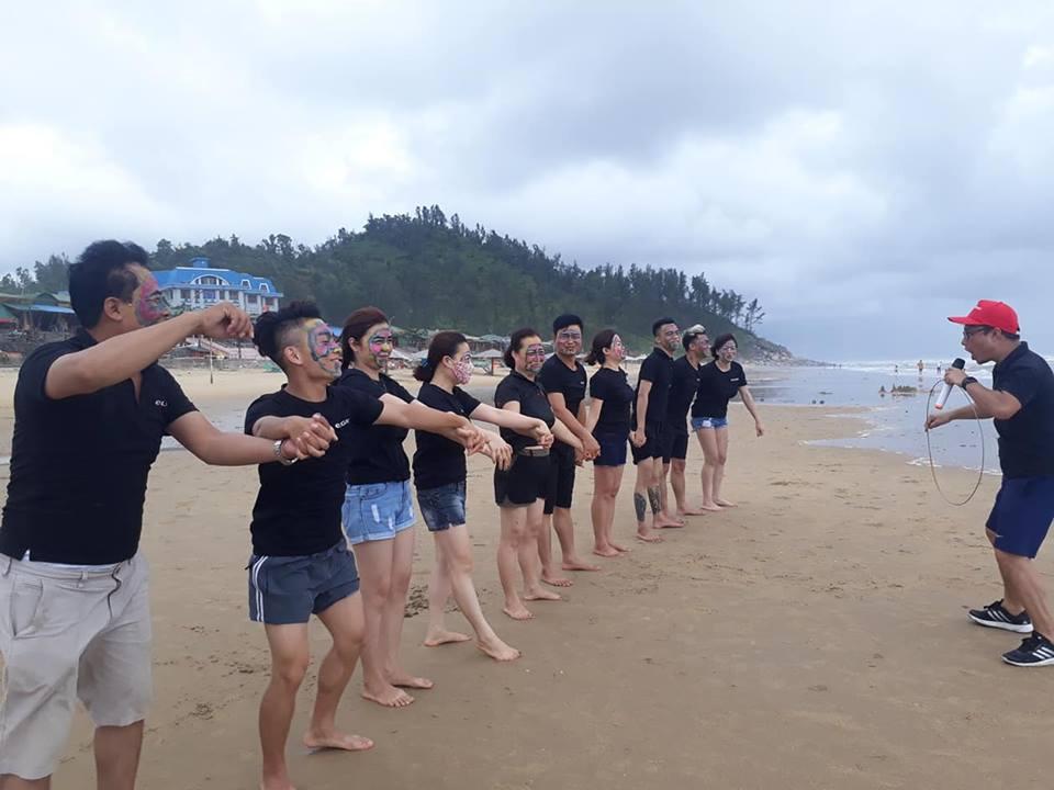 Hoạt Động Team Buiding Vô Cùng Sôi Nổi Của Tập Thể Công Ty Vẻ Đẹp Hoàn Mỹ Tại Bãi Biển Thiên Cầm-2